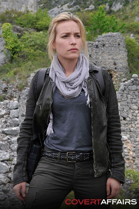 Piper Perabo - Covert Affairs (scarf)