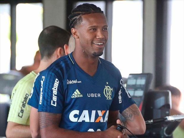 """Vaz vê elenco Flamengo mais unido do que no passado e diz: """"Não existe vaidade"""""""