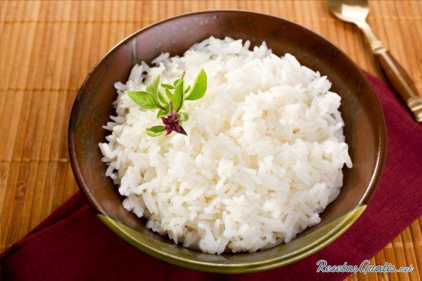 Aprende a preparar arroz blanco suelto con esta rica y fácil receta.  El arroz es uno de los cereales de mayor consumo a nivel mundial. Se utiliza en la confección d...