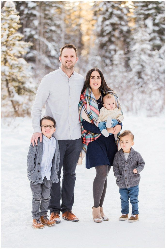 What to wear for winter family photos, Navy grey plaid, Family of 5