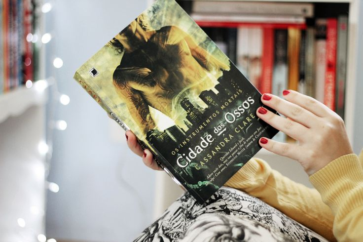 Cidade dos ossos (Cassandra Clare) Loved the first book I really want to read the next (/anxious hehe'