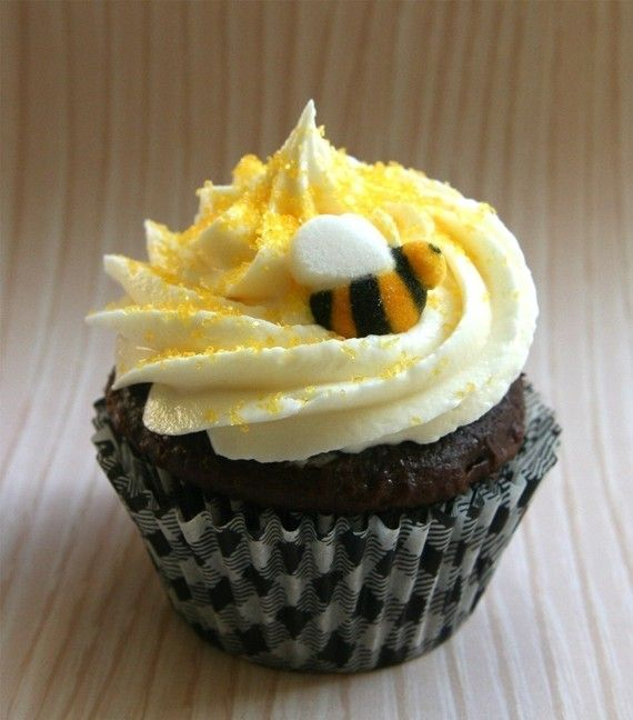 Can this cupcake Bee any sweeter???