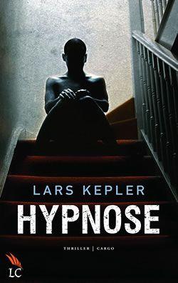 Lars Kepler - Hypnose (2010) Tien jaar geleden heeft Erik Maria Bark besloten zijn leven als hypnotiseur naast zich neer te leggen. Maar als inspecteur Joona Linna hem om hulp vraagt bij een moordzaak waarbij de levens van twee jonge mensen op het spel staan, heeft Erik geen andere keuze. Gelezen in mei 2016. (1)
