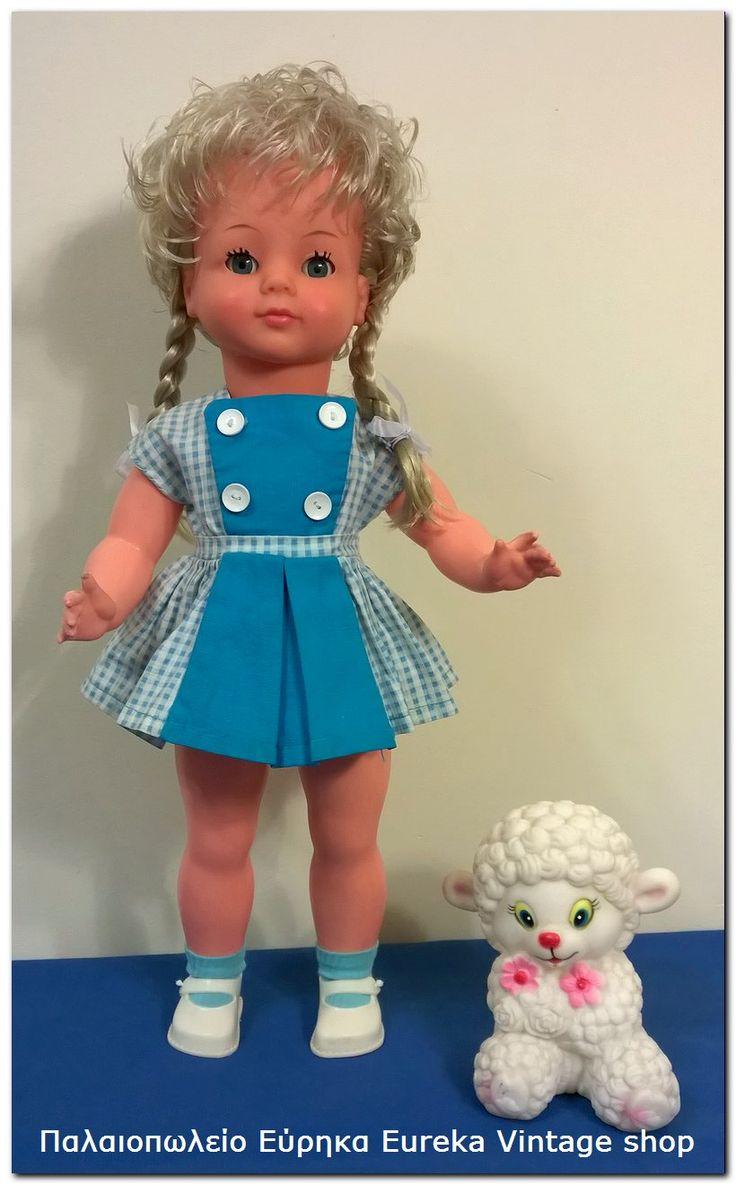 Πολύ όμορφη κούκλα από την δεκαετία 1960's γερμανικής προέλευσης, κατασκευασμένη από την εταιρία E.S.  Από τις πιο γλυκές γερμανικές κούκλες που έχουμε δει, με υπέροχα πολύ ποιοτικά σκούρα μπλε μάτια.