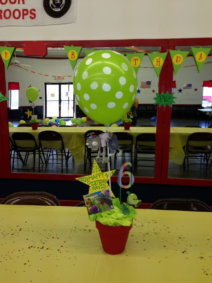 Plants vs zombies centro de mesa decoracion pinterest for Decoracion con globos plantas contra zombies