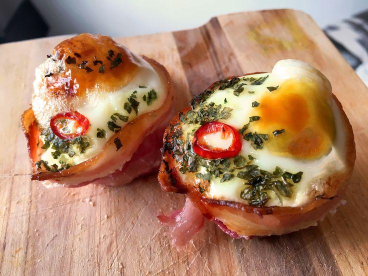 Deze muffins van ei en kalkoen bacon of ontbijtspek zijn super leuk voor bij een uitgebreid ontbijt of een brunch. Leuk ook met kinderen om te maken.