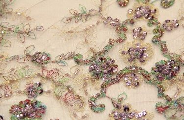 Birbirinden özel boncuklu kumaşlar ve boncuklu kumaş modelleri Kaptan kumaş mağazaları raf ve reyonlarında beğeninize sunulmak üzere mevcutlu olarak hazır bulunmaktadır. 4447578