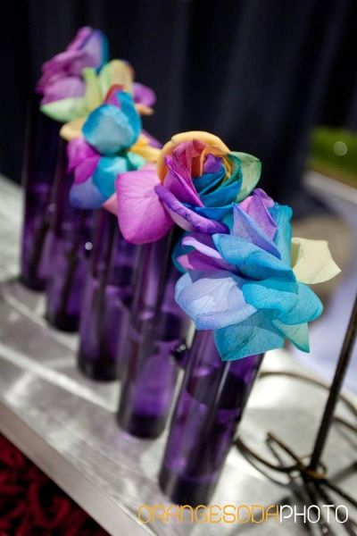 Express yourself with your bridal bouquet! See modern designs created by Enchanted Florist | Las Vegas Wedding Blog