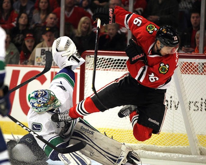 Roberto Luongo and Marcus Kruger are doing it wrong