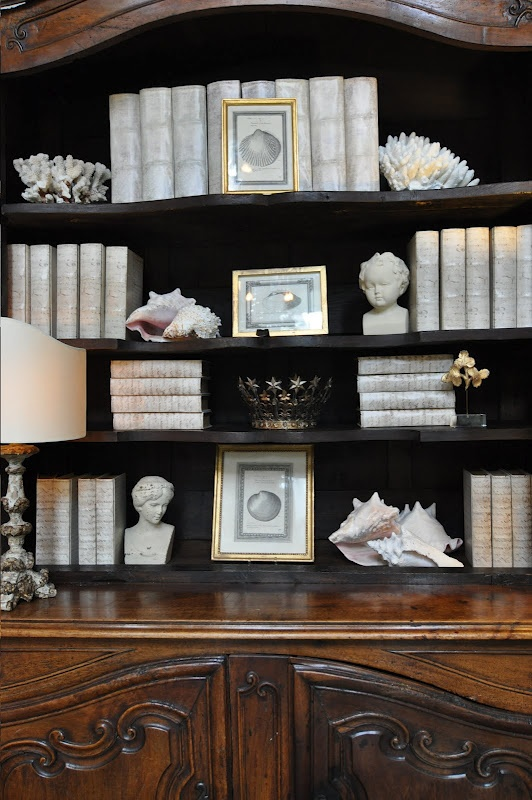 Joni Webb: Old Book, Bookcases Style, Inspr Spaces, Book Pages, Dark Bookshelves, Book Covers, Bookshelves Display, Bookca Style, Bookshelf Style