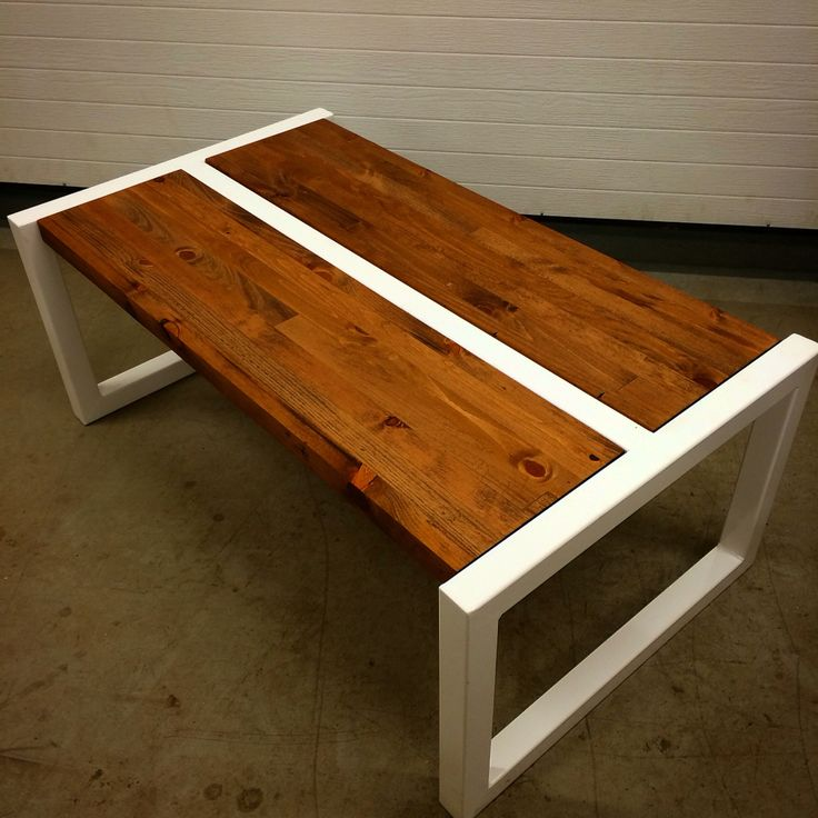 Coffee table whit steel white leg