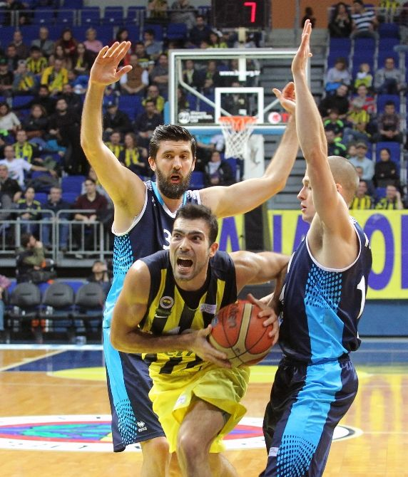 Fenerbahçe, Spor Toto Basketbol Ligi'nin 9. haftasında sahasında başkent temsilcisi Türk Telekom'u 96-93 mağlup etti. SALON: Ülker Sports Arena HAKEMLER: Fatih Arslanoğlu xx, Ziya Özorhon xx, Mehmet Karabilecen xx FENERBAHÇE: Ali Muhammed xxx 13, Kalinic x 6, Datome xxx 15, Antic xxx 15, Vesely xxx 13, Melih Mahmutoğlu x 2, Sloukas xxx 16, Bogdanovic xxx …