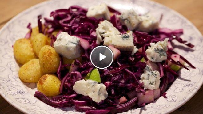 Zoetzure rode kool met blauwe kaas en spekjes - recept   24Kitchen
