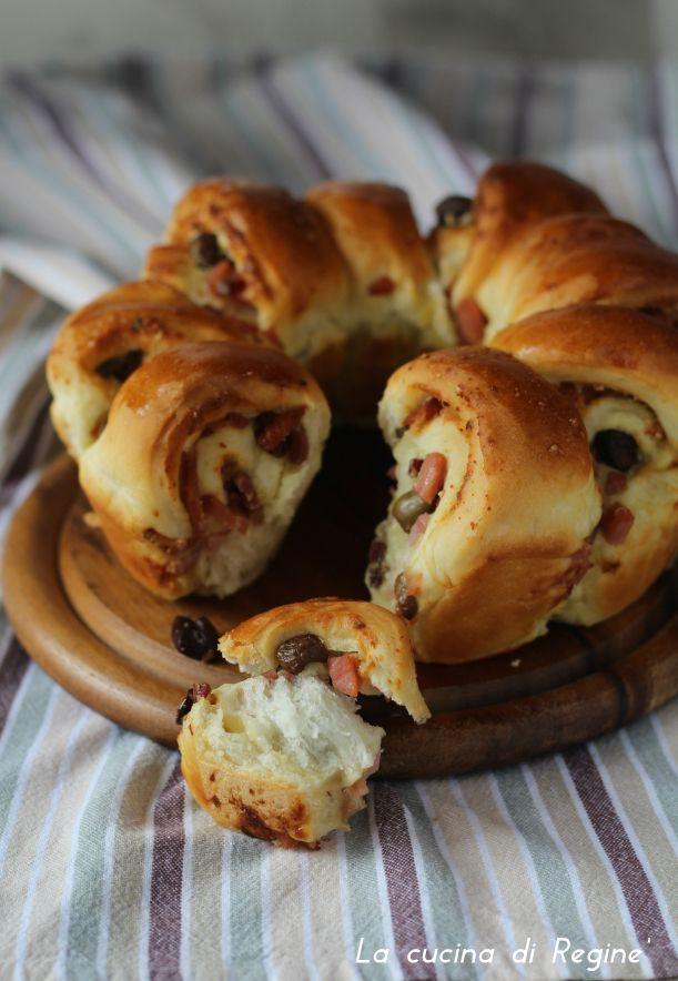 Corona di pane farcita, una preparazione rustica saporita adatta in qualsiasi occasione, una cena un buffet, bellissima anche da vedere