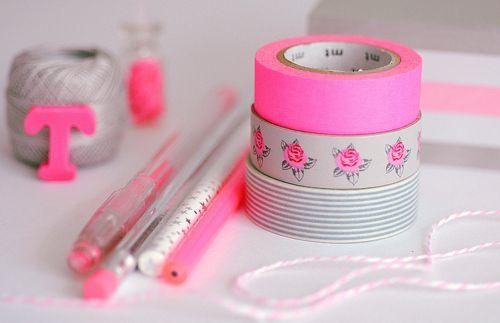 Cinta adhesiva en colores rosa y con flores