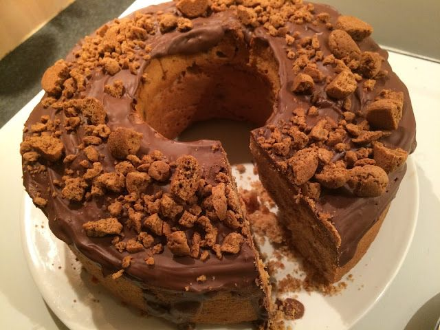Sinterklaas cake met kruidnootjes en chocoladetopping