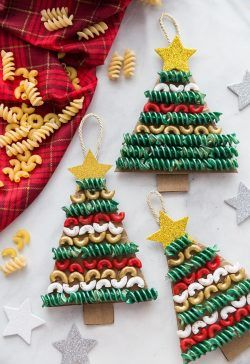 Makarna Boyama Ile Noel Yilbaşi Ağaci Etkinliği Okul öncesi