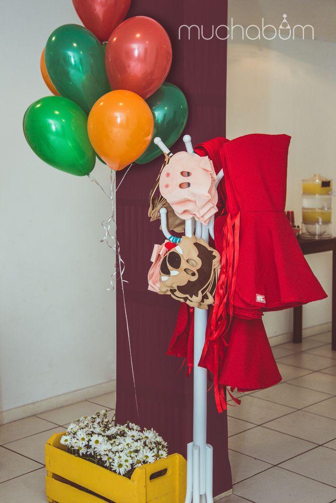 Festa Chapeuzinho Vermelho e Três Porquinhos - veja mais em facebook.com/muchabum ou entre no link do site.#muchabum #muchabuminspira  #festapersonalizada #kitfesta #decoracaodefesta #festaemcasa #partyinspiration #inspiracaofesta #partydecoration #cumpleanos #fiestadecumpleanos #littleredridinghoodparty #festachapeuzinhovermelho #threelittlepigsparty #festatresporquinhos