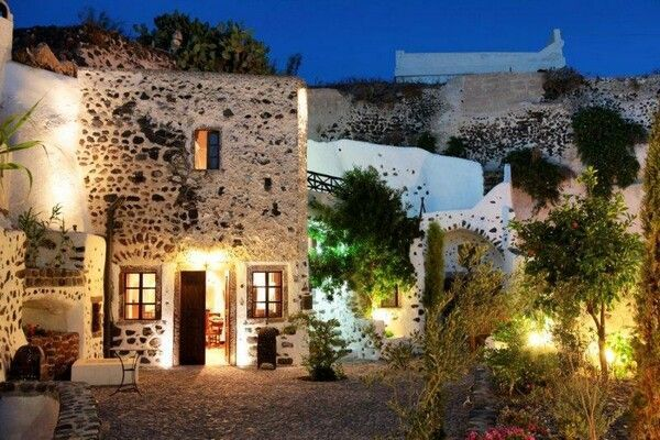 Megalochori, Santorini island, Greece. - Selected by www.oiamansion.com