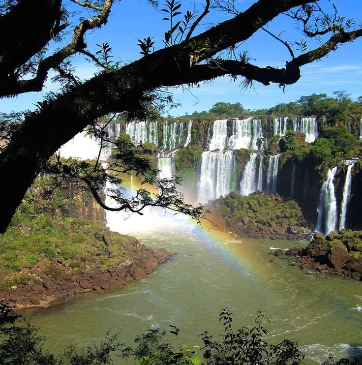 Iguazu Falls, a natural wonder shared by Argentina and Brazil por Fotopedia Editorial Team