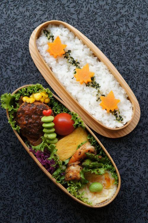 ・ハンバーグ(キャベツ・ニンジン・スイートコーン) ・卵焼き ・枝豆・プチトマト ・紫キャベツのサラダ ・海老とアスパラの和風ソテー ・ポテトグラタン