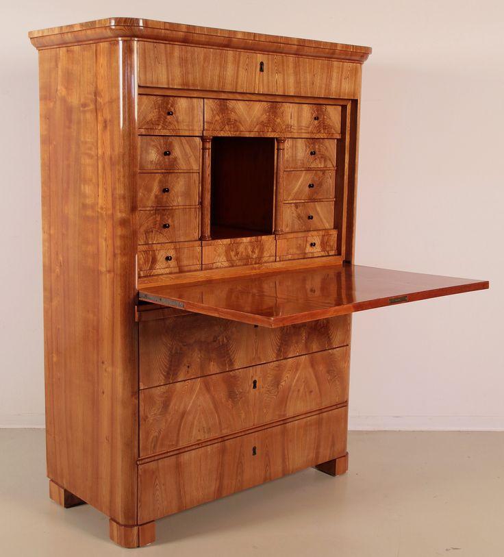 Restaurierter Biedermeier Sekretär Epoche : Biedermeier Holzart : Esche Kennung : Nr. 871 Exponat der Biedermeier Epoche, gefertigt um 1830/40 aus feinster Esche.