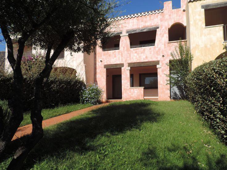 Vendita appartamento a Budoni Sardegna  in residence con piscina molto spazioso situato nel Residence Uliveto a Birgalavo, Budoni. Molto ben curato ed arredato con ampio giardino su 2 lati.   Per maggiori informazioni rivolgersi al numero 3939888095 www.lakasa.it