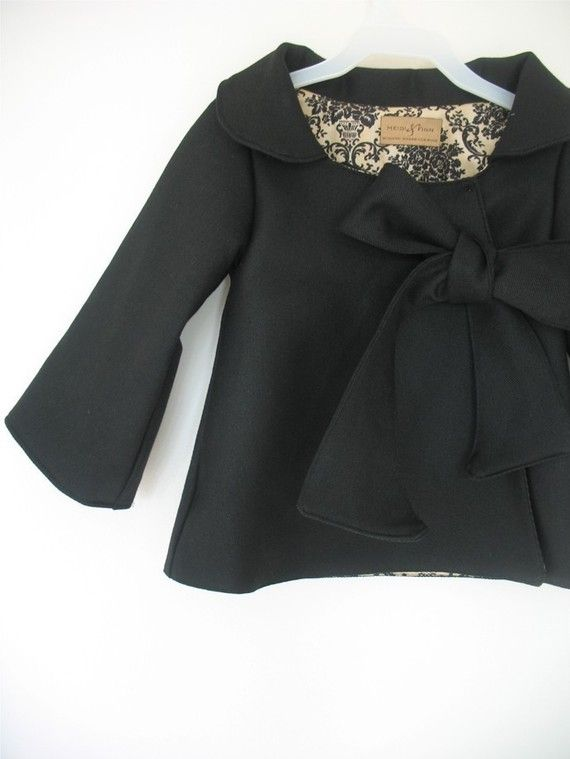 little girls coat with bow Oh I LOVE THIS!!!! Anyone wanna make it for me my sewing skills aren't that good.