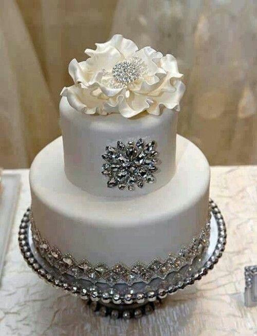ビジュを使ったケーキ。エレガントな結婚式のウェディングケーキまとめ一覧♡