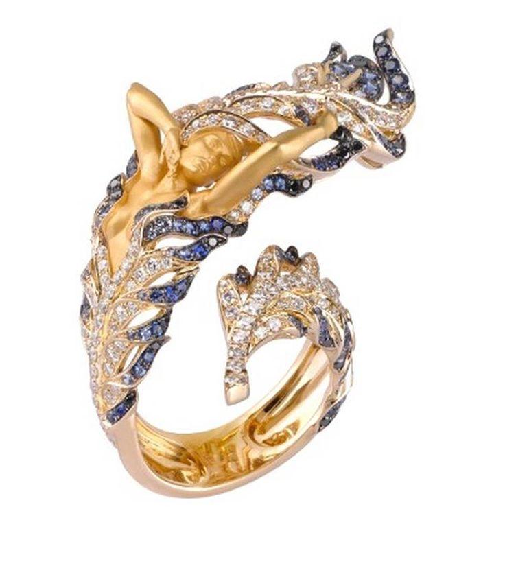 Magerit Odette Ring - желтое золото, белые и черные бриллианты, голубые сапфиры.  #Mikimoto #Damiani #PasqualeBruni