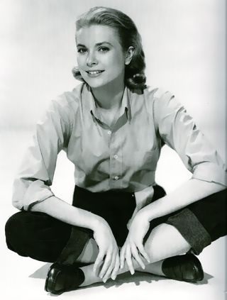 Grace Kelly makes sitting cross-legged in penny loafers and pedal-pushers glamorous!