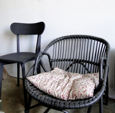 .: Chaise Osier, Greyblack, Chairs O' Phil, Grandma House, Int Color White Black, Chairs Grey, Grey Black Paintings, Gray Black, Pillows