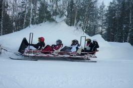 #Colonie de #vacances en #Laponie finlandaise pour l'#hiver 2014. Au programme : #balades en #traîneau à #rennes, construction d'igloos, patin à glace ...