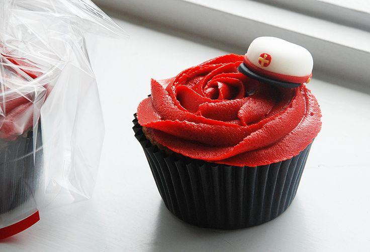 danish graduate cupcake