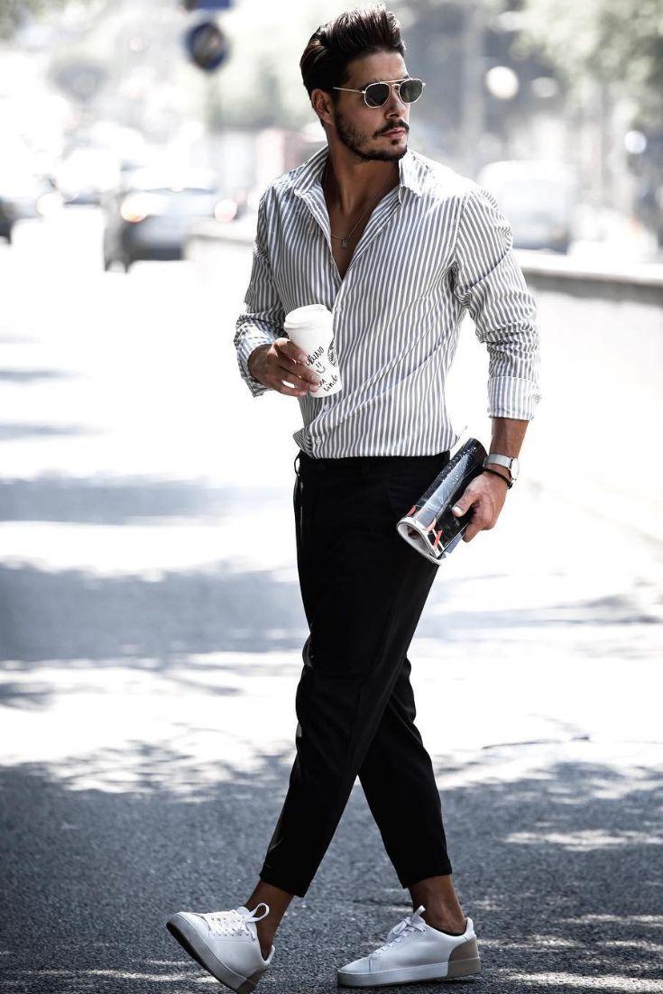 Weißes Hemd mit schwarz, grauen oder blau-grauen Streifen. Feine schwarze Chinohose oder eine Anzugshose in 7/8 Länge oder knöchellang. Für einen sportlichen Look, trägst du weiße Sneaker.  @maenneroutfitstyles Vote bei Instagram für deinen Favorite Style!