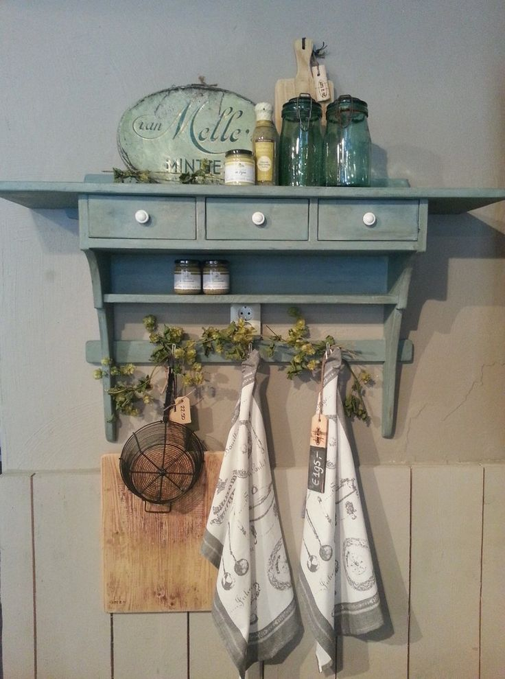 Wandrek Keuken Brocante : Annie Sloan Aubusson Blue with Dark Wax