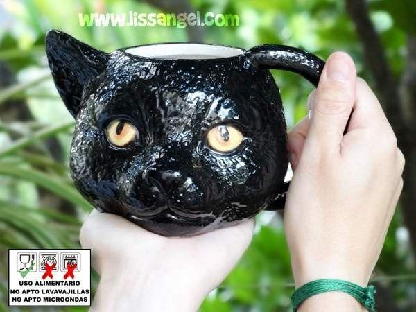 El #regalo perfecto para los amantes de los #gatos , y más aún si le gustan negros. #Taza de cerámica con la forma de una cabeza de #gato negro de brillantes ojos amarillos. #animales #hogar