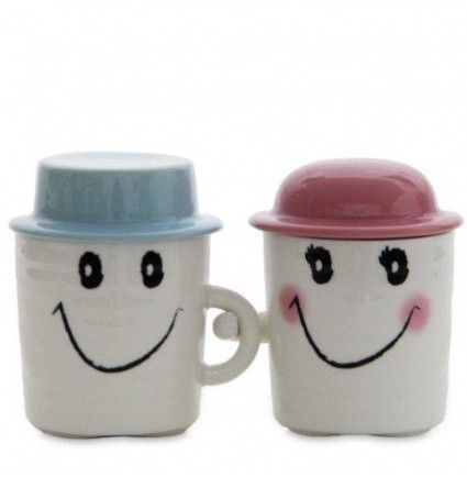 This Valentine day gift a smile to your beloved with this 4.5 inches long happy smiley pair of mugs.