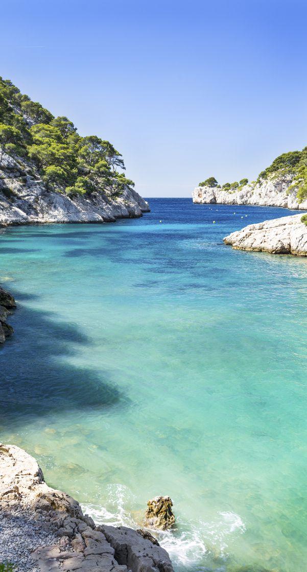 Découvrez les Calanques de Cassis, situées entre Marseille et Toulon.
