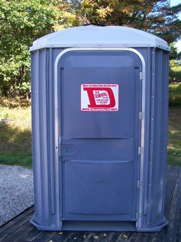 Wheelchair-accessible portapotty