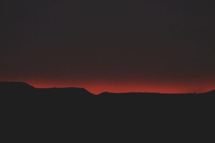 Orizzonti infuocati.   #gravinainphoto #gravinainpuglia #gravina #orizzonte #orizzonti #orizzontilontani #orizzontiinfuocati #sky #skyporn #skyline #redsky #mountain #sunset #sunset_pics #sunsets #sunsetporn #sundown #landscape #landscapephotography #amazing #wonderful #amazing #canon1100d #puglia #weareinpuglia #pugliamia #pugliagram