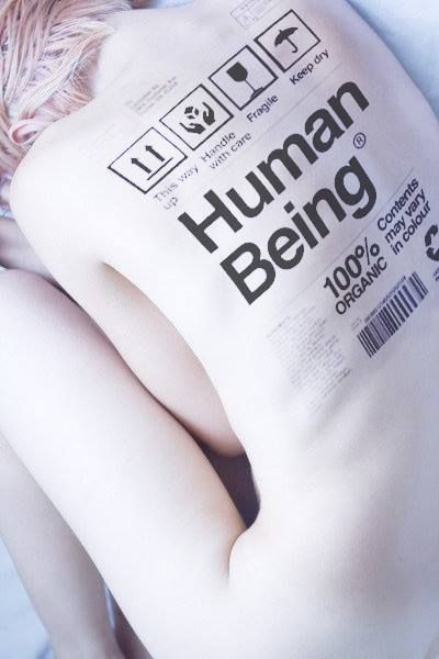 HUMAIN, 100% organique. La couleur peut varier. Positionner tête en haut, manier avec précaution, fragile, à garder au sec.