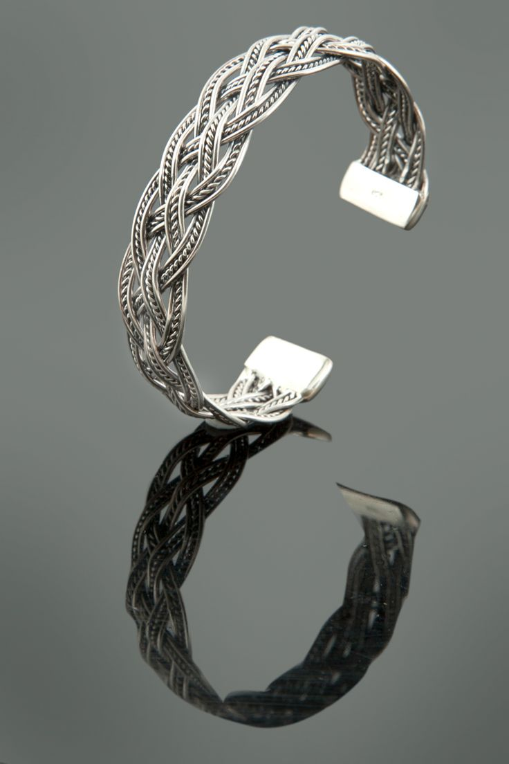 Oxidized kada in 92.5 sterling silver