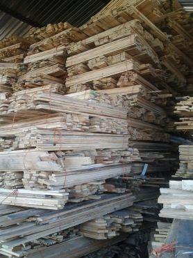 Pallet wood planks for sale each bundle has got 32 planks 1.6m x70mm x 18mm price R300 per bundle Area RANDBURG and KRUGERSDORP Loads in stock!!!!! ...   62572302