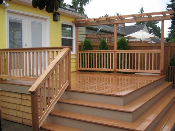 Mini trellis at fence side of deck for privacy and for Hanging privacy screens for decks