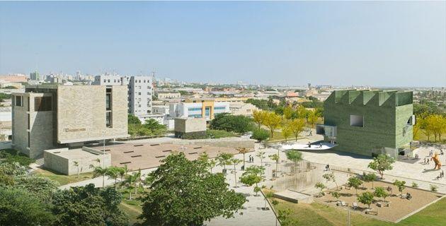 Diagonal al Museo del Caribe (izq.) quedaría ubicado el Museo de Arte Moderno de Barranquilla (verde), diseñado por el Arq. Giancarlo Mazzanti