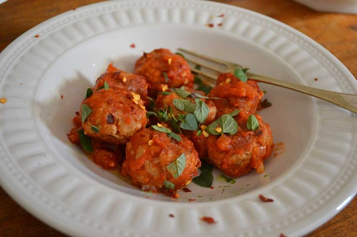 Pork and Fennel Chilli Meatballs! These are so easy to make and you will LOVE them!