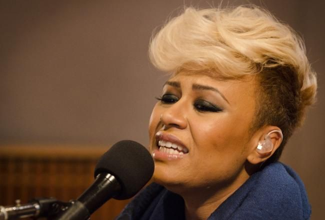 "Emeli Sande Performs ""Next To Me"", Makes US TV Debut On 'Conan ..."