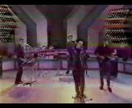"""Actuación en directo en """"Musical Express"""" en 1984.Golpes Bajos - Fiesta De Los Maniquies"""