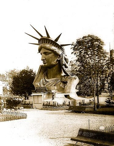 The head of the Statue of Liberty on display at the World's Fair in Paris in 1900. This was just before its destination to New York. Photographs, World Fair Exhibition, 1900. Posters, pictures and photos.
